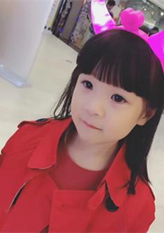 红衣美少女